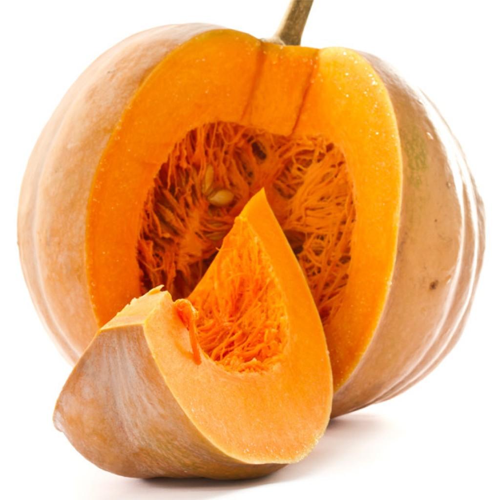A sütőtököt méltán nevezhetjük az évszak sztárjának, hiszen nem csak finom, de emellett rengeteg benne a vitamin, áldásos hatása van egészségünkre és nem utolsósorban megfizethető